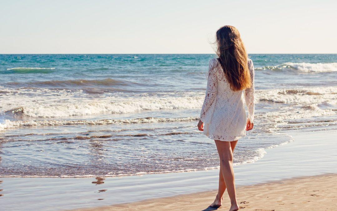 Trucos para proteger tu pelo del sol, la playa y la piscina de éste verano