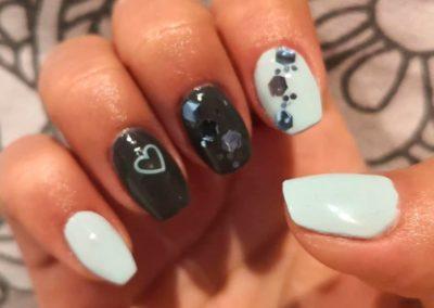 decoración uñas blanco y negro Reus