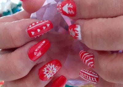 Decoración uñas rojas fiestas navidad nieve Reus