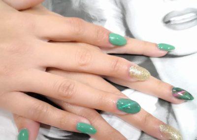 decoraciónd e uñas en verde Reus