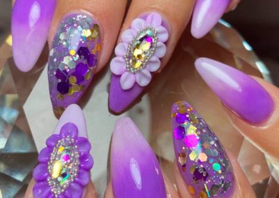 decoracion de uñas 3d y tema lila Reus